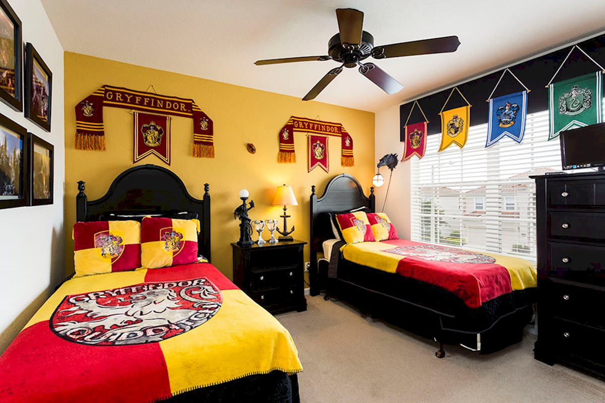 luxury 6 bed 4 bath windsor hills villa with harry potter theme rm and arcade machines. Black Bedroom Furniture Sets. Home Design Ideas