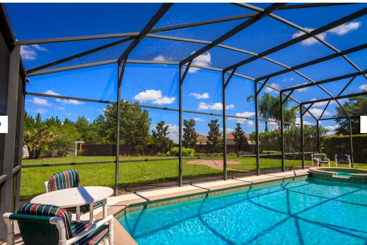 Maywood house luxurious 5 bed 4 bath orlando villa on for Luxury pool area