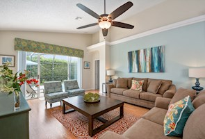 Beautifully updated with south facing pool - 8 miles to Disney!