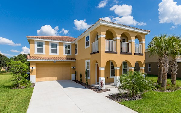 Stunning 6 bed home on the Solterra Resort. 15 Mins to Disney