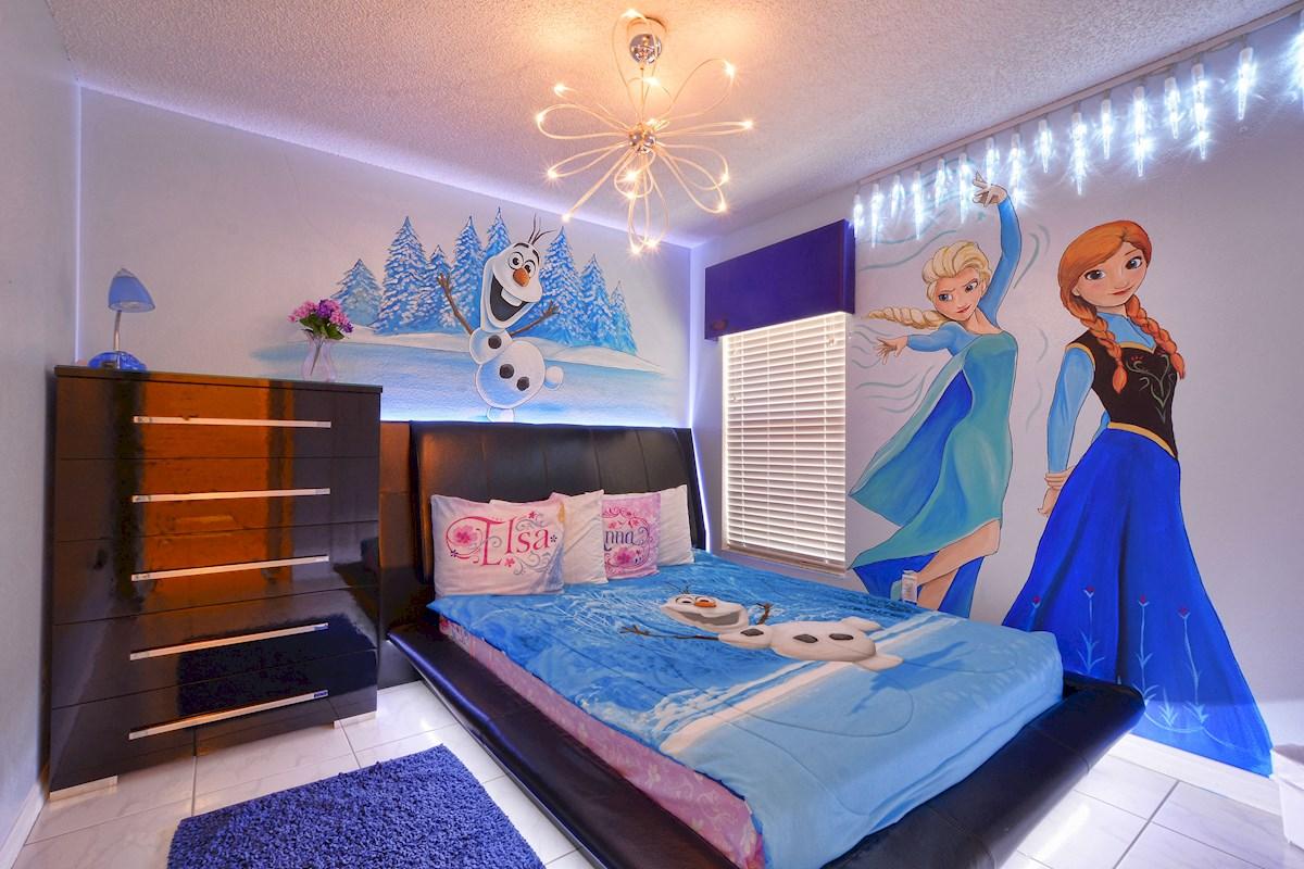 Frozen themed rental home features frozen fractals all ...  |Frozen Themed Room