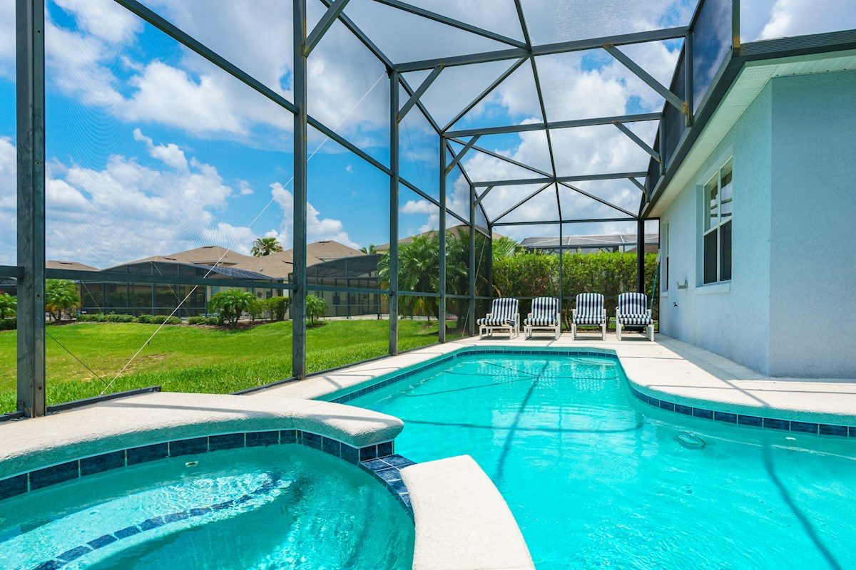 Calabay parc at tower lake luxury 4 bedroom 3 bath florida for Luxury pool area