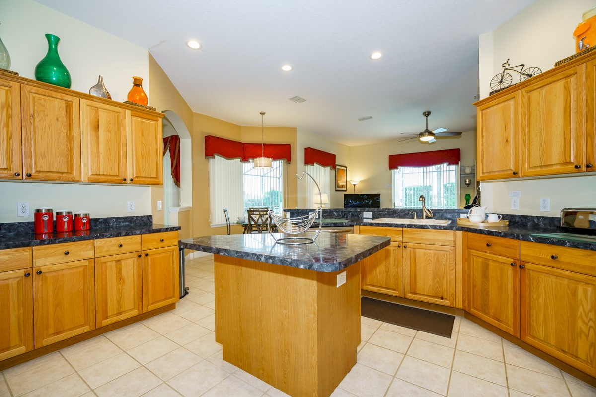 Tuscan ridge villa exceptional updated private 5 bed for Ana s kitchen orlando